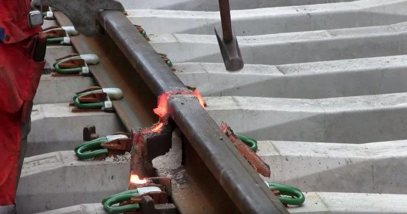 процесс термитного сваривания рельсы